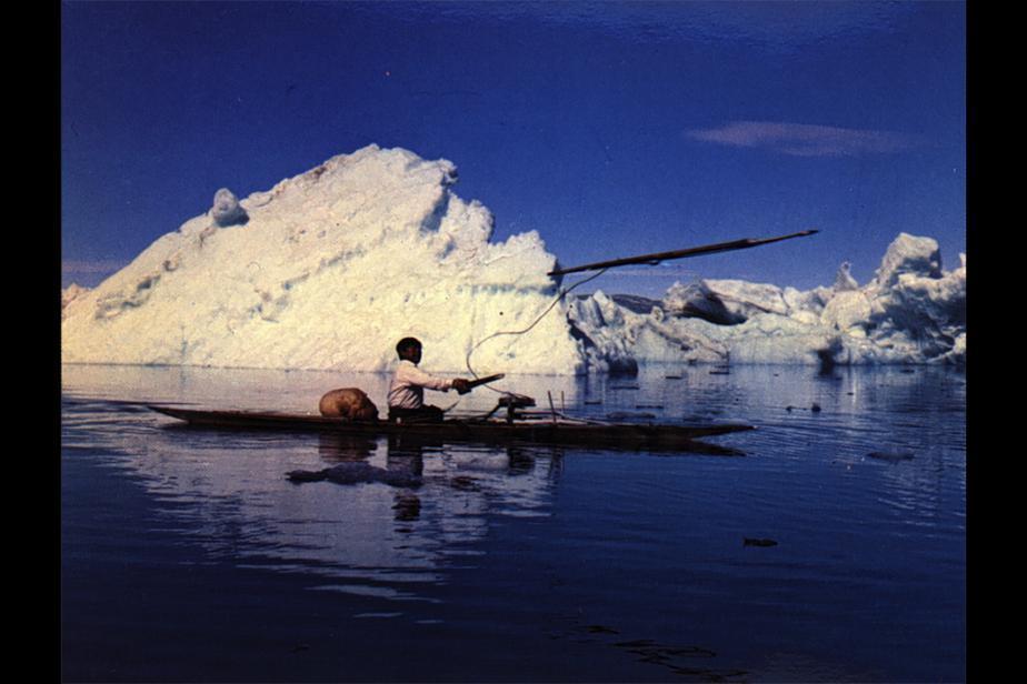 col_-_3_-_11_lancement_de_harpon_avec_le_propulseur_pour_la_chasse_au_phoque_depuis_le_kayak-s.jpg