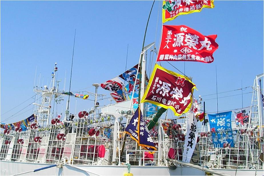 col_-_3_-_20_drapeaux_tairya-bata_dans_le_port_de_hachinohe_-_prefecture_daomori_-_s.jpg