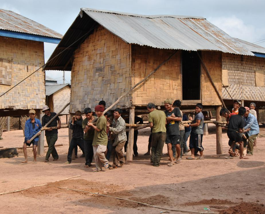 Tampuan of the Ratanakiri province (Cambodia) moving a house